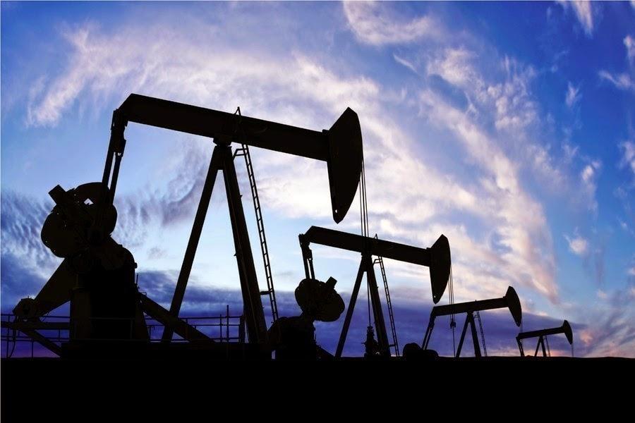 Нефть то дешевеет, то снова дорожает