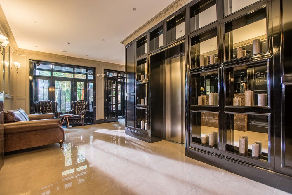 Шикарный интерьер холла отеля Wall Street